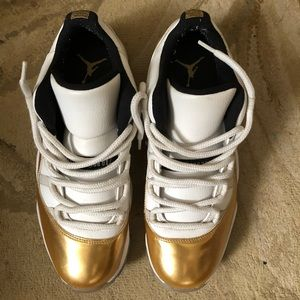 JORDAN 11 LOW GOLD CEREMONY USED